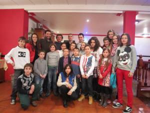 Los premiados con los asistentes a la cena más jóvenes