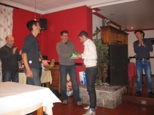 Martín recibe su distinción de manos de Ángel Puerta