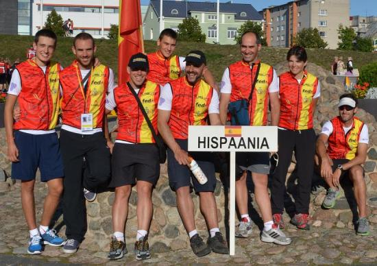 El equipo de Hispaania con Manuel, de cumpleaños, a la izquierda. ¡Felicidades!