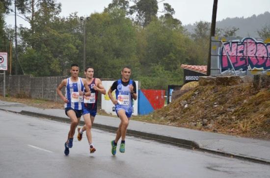 El junior Bakkali, Rodrigo y Juan Luis. (Foto de Galería Colunga Atletismo).