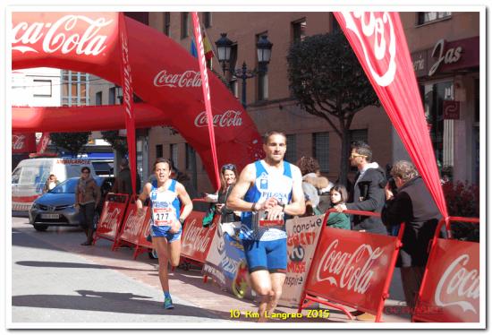 Manuel entrando en meta. Le sigue Juan Carlos. (FOTO DEL ORGANIZADOR).