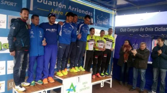 Los hombres del Piloña.Deporte en el segundo escalón del podio. (Foto Federación Triatlón Asturias).