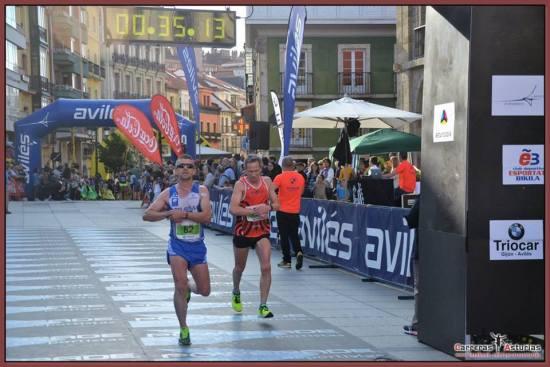 Julio entrando en meta. (Foto de Carreras Asturias).