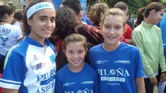 Carlota y otras dos jóvenes orientadoras del Piloña.Deporte